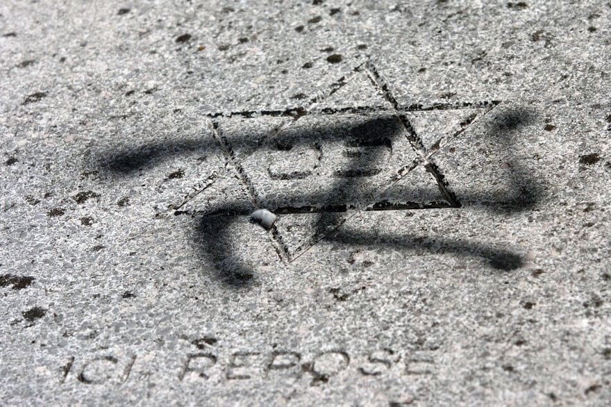Russie deux ans ferme pour avoir écrit des graffitis antisémites sur un bâtiment résidentiel