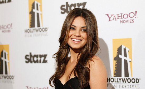 Mila Kunis plus sexy que Bar Refaeli?