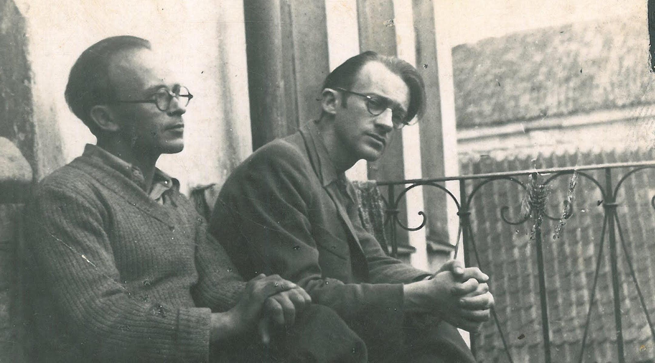 Abraham Sutzkever, à droite, avant la Seconde Guerre mondiale à Vilnius, en Lituanie.