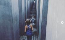 Une photo de ses enfants au mémorial de la Shoah fait scandale, Pink se défend