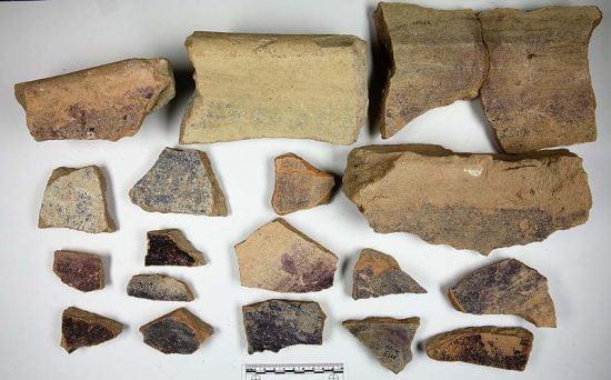 Éclats de poteries du site archéologique de Tel Shikmona au sud de Haïfa / Université de courtoisie de Haïfa