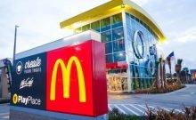 pourquoi une barbe vous empêcherait-il de travailler chez McDonald's?