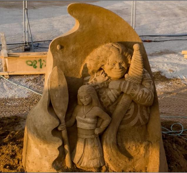 Moana et Maui  sculpture de sable à Ashkelon Israël