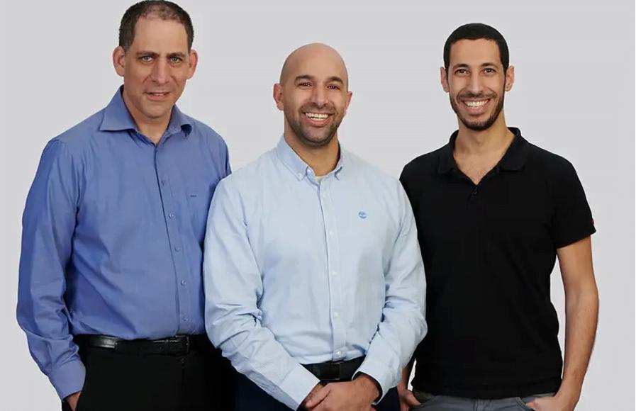 Les fondateurs de TriEye (LR), Uriel Levy, Avi Bakal et Omer Kapach (Crédit: Porsche AG)