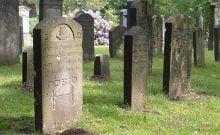 Des trafiquants de drogue s'installent au cimetière juif de Hambourg, en Allemagne.