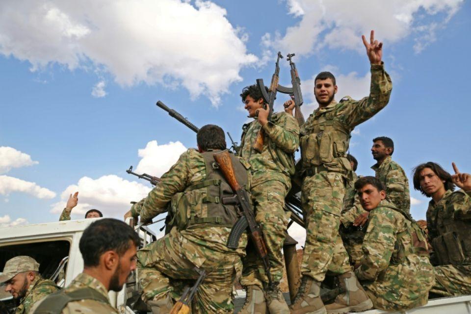 Des combattants rebelles syriens soutenus par la Turquie près de la frontière syro-turque au nord d'Alep le 7 octobre 2019 Photo Nazeer Al-khatib. AFP
