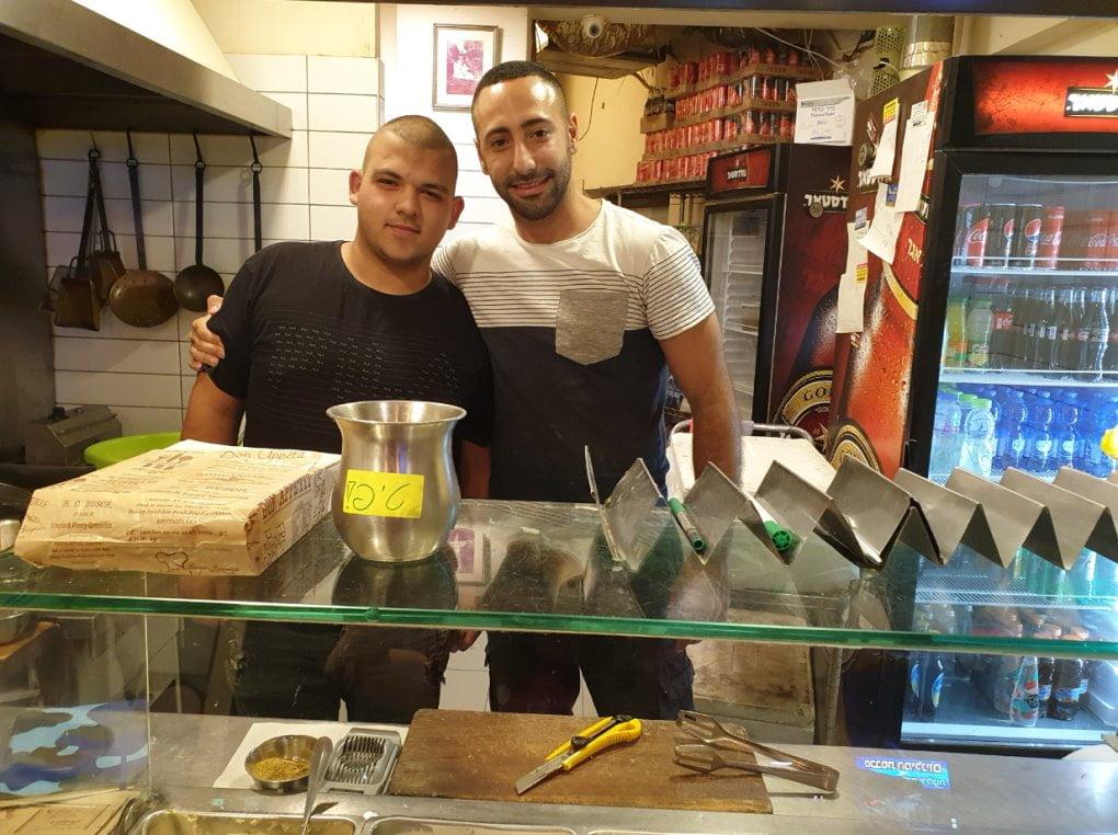 Falafel Tova à Netanya devenu célèbre pour toute autre chose que ses boulettes dorées
