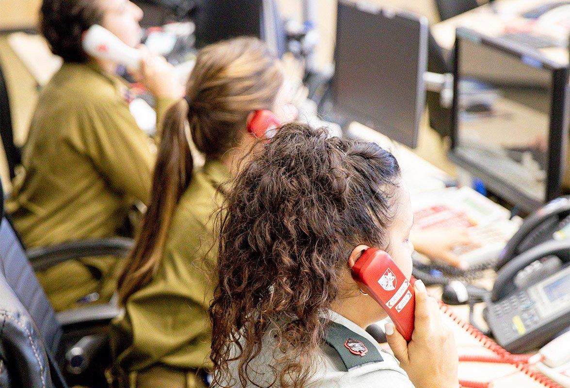Soldat en poste dans la citadelle de Sion, la fosse, armée israélienne