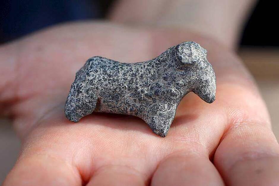 Une figurine d'animal découverte lors des fouilles. | JACK GUEZ/AFP