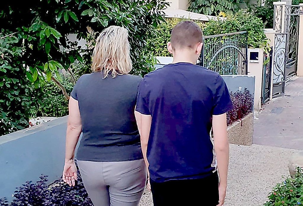 Elle est accompagnée de son fils