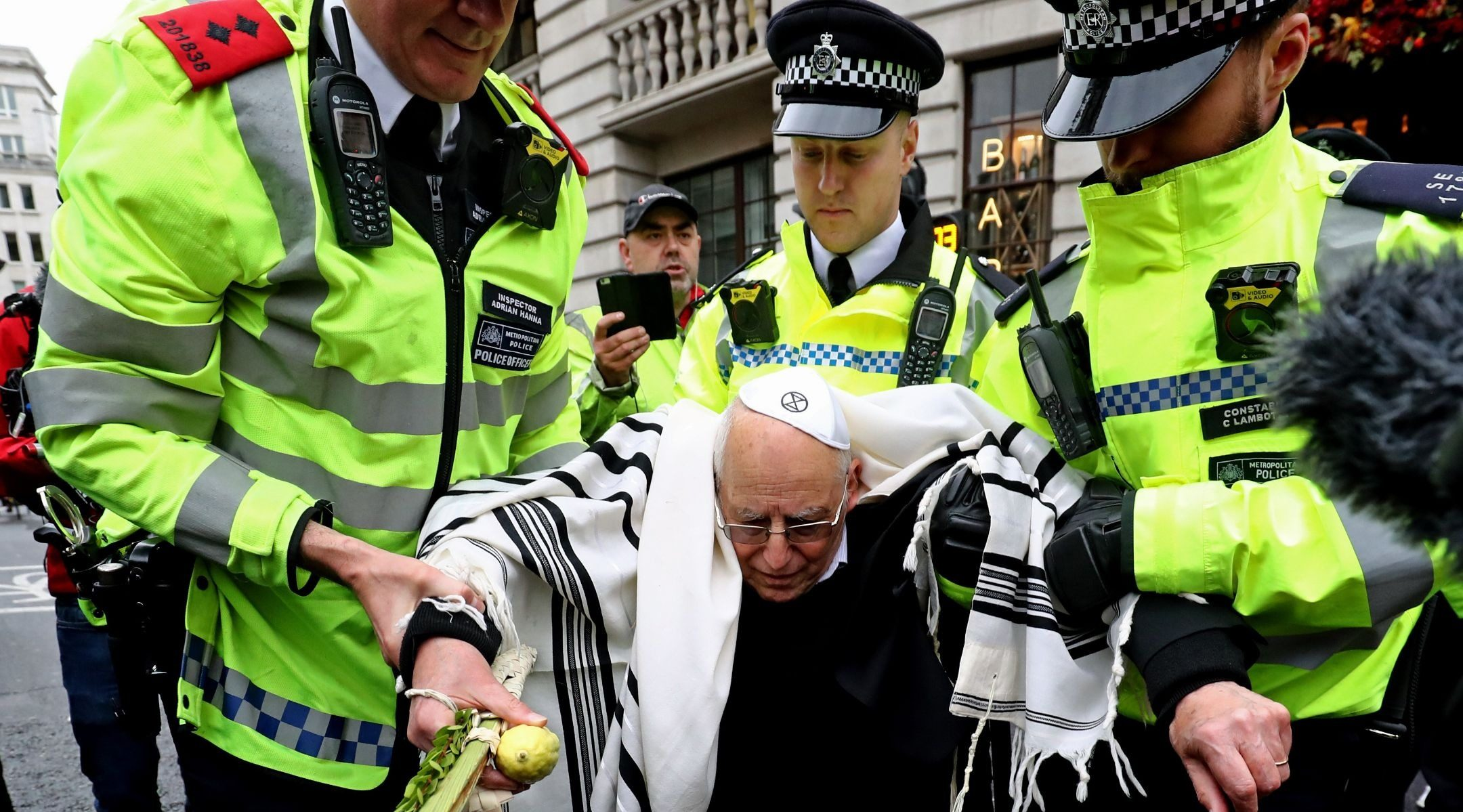 Un rabbin activiste de 77 ans  arrêté pour avoir manifesté à Londres