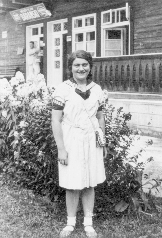 Renia Spiegel photographiée peu de temps avant sa mort, en 1942, dans sa ville de Przemysl, dans le sud de la Pologne. Son petit-ami, qui a survécu à l'Holocauste, a remis son journal à sa famille.