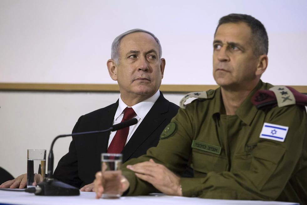 Netanyahu et les étoiles de la brigade militaire de Kirya (Photo: Kobi Gideon / GPO)