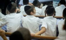 lycée strictement orthodoxe - Beis Yaakov - situé à Salford, près de Manchester,