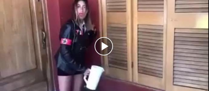 """les étudiants ont créé une version nazie pour """"Barbie"""" """"Je suis une fille nazie"""