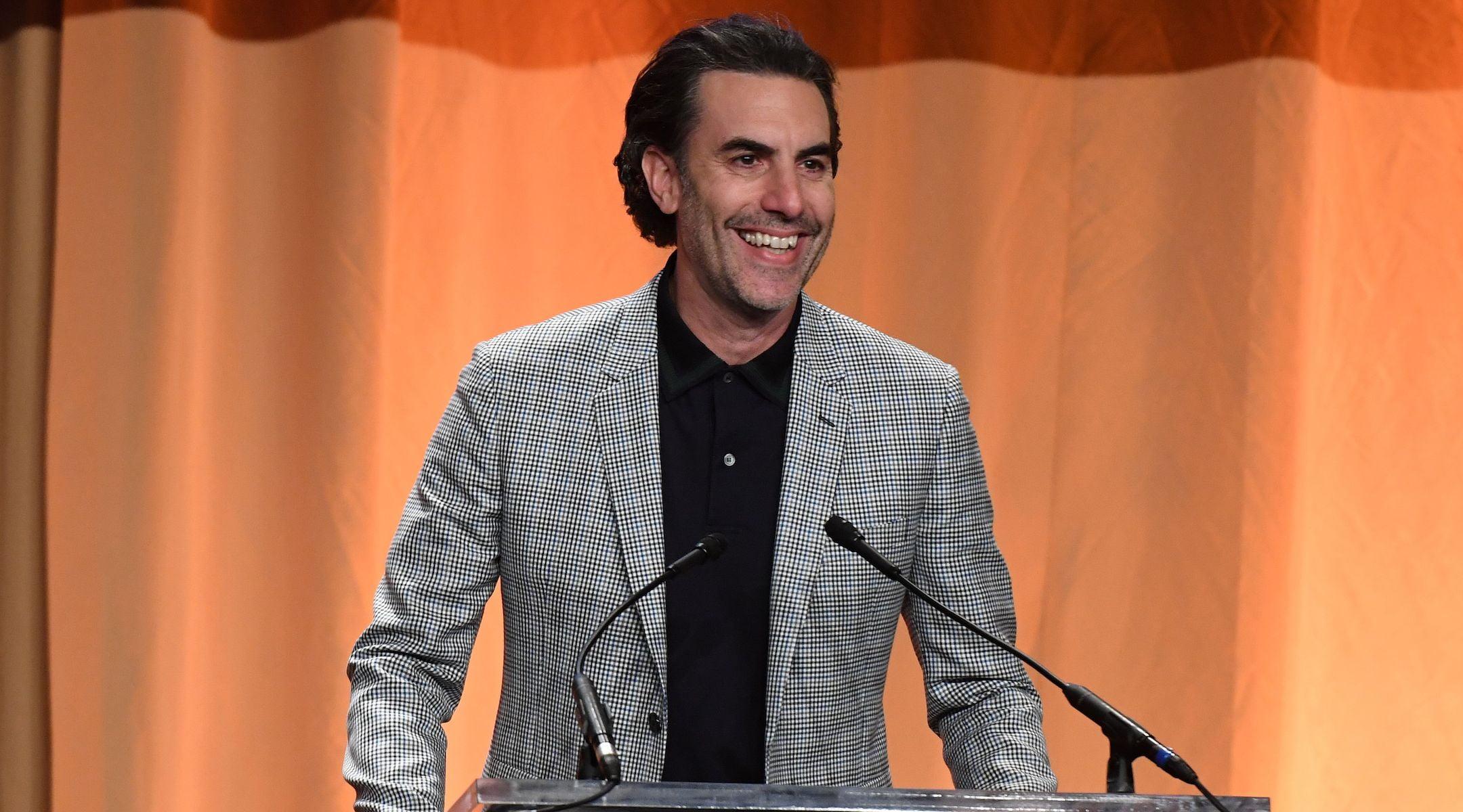 Sacha Baron Cohen prend la parole lors du banquet annuel des subventions de la Hollywood Foreign Press Association au Beverly Wilshire à Beverly Hills, Californie, le 31 juillet 2019. (Valerie Macon / AFP via Getty Images)