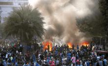 Des manifestants manifestent contre le gouvernement du Chili à Santiago le 28 novembre