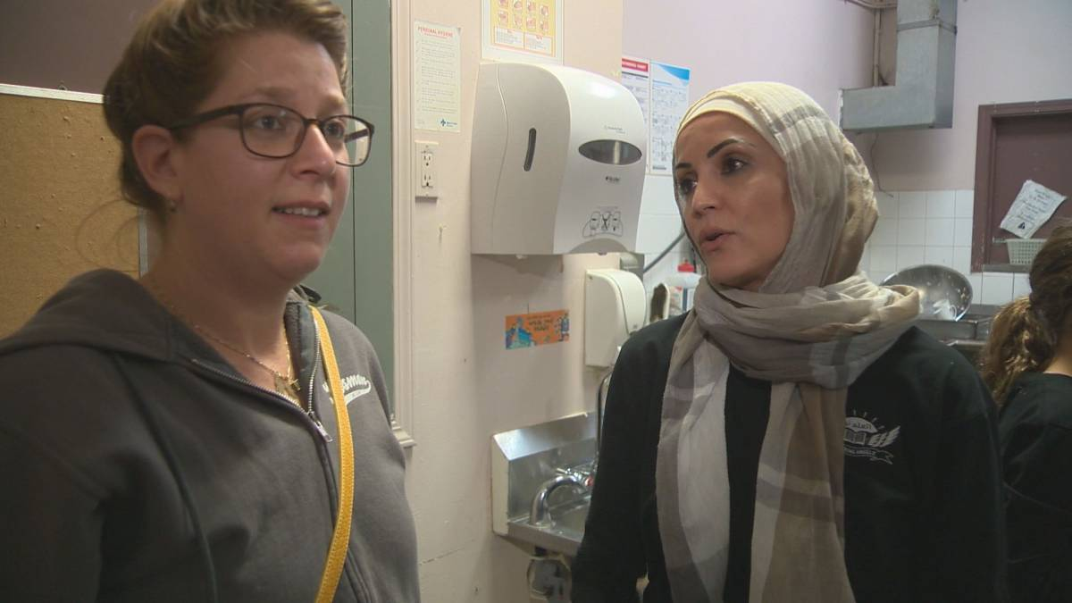 jeunes musulmanes et juives s'unissent pour servir les sans-abris