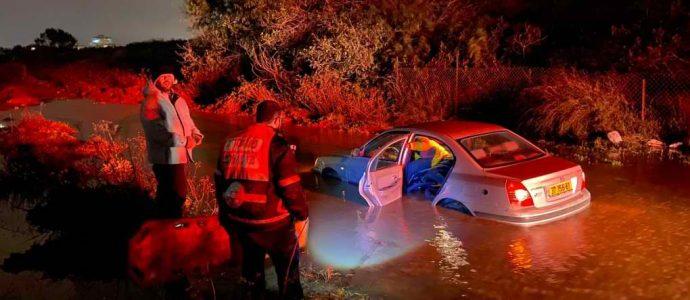Israël intempéries  voitures prises au piège par l'eau à Bat Yam
