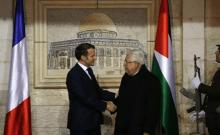 Le président palestinien Mahmoud accueille le président français Emmanuel Macron à son siège à Ramallah en Cisjordanie, le 22 janvier 2020 (crédit photo: ABBAS MOMANI / POOL VIA REUTERS)
