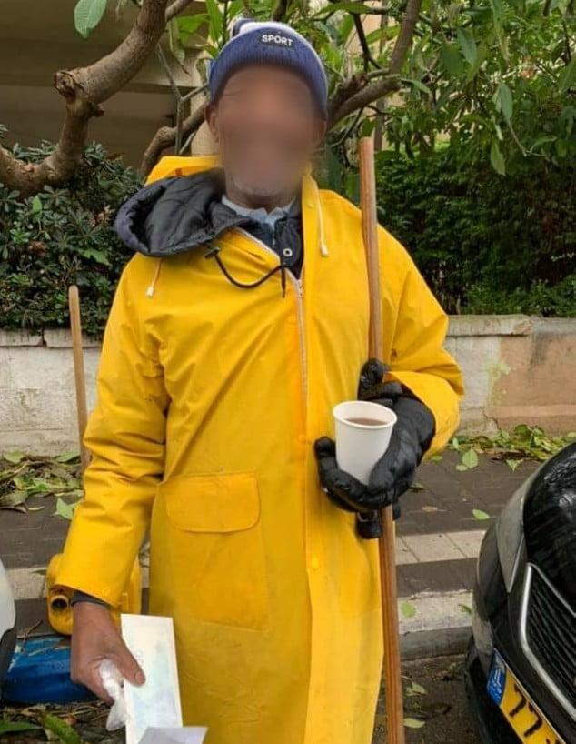 Pour avoir nettoyé les rues de Tel Aviv malgré la tempête 700 Nis en plus
