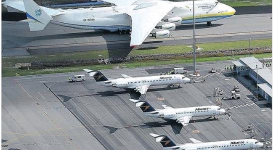 Le plus gros avion du monde prêt à décoller pour la lutte contre la pandémie dans le monde coronavirus