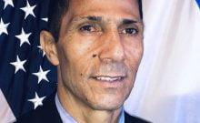 Ishmael Khaldi, premier diplomate bédouin d'Israël | Photo: AP via le consulat israélien à Miami