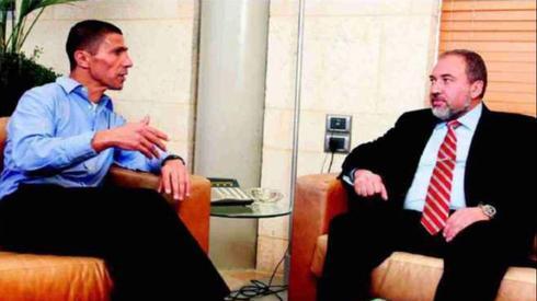 conseiller ministériel. Khalidi avec Lieberman