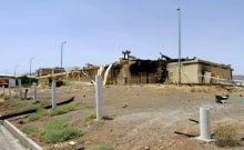 """Téhéran a fait état jeudi d'un """"accident"""" au sein du complexe nucléaire de Natanz, dans le centre l'Iran, et mis en garde les Etats-Unis et Israël contre toute action hostile à son endroit. La nouvelle de l'accident a d'abord été annoncée dans la matinée par un communiqué relativement confus de l'Organisation iranienne de l'énergie atomique (OIEA). Le porte-parole de cette institution, Behrouz Kamalvandi, a ensuite fait une mise au point à l'antenne de la télévision d'Etat, mais aucune explication sur les causes de l'accident n'avait encore été fournie officiellement en début de soirée. """"C'était un entrepôt sans matériel nucléaire (à l'intérieur et donc) sans potentiel de pollution"""", a déclaré M. Kamalvandi, à propos du lieu de l'accident. """"Nous n'avons pas de victime"""", des """"équipes d'experts sont actuellement sur place et enquêtent sur les causes de l'accident"""", a-t-il ajouté, sans préciser la nature du sinistre --un incendie, selon l'agence Tasnim, qui cite le gouverneur de Natanz, Ramézan-Ali Ferdowsi. L'OIEA a ensuite publié la photo d'un bâtiment endommagé, apparemment par le feu, avant que la télévision d'Etat diffuse une courte vidéo de M. Kamalvandi à l'extérieur du bâtiment en briques. Les images montrent des dégâts limités et plusieurs ventilateurs en train de tourner. Entre-temps, et alors que les réseaux sociaux bruissent de rumeurs sur ce qui a pu se passer, l'agence officielle iranienne Irna a publié une dépêche en forme d'éditorial, notant que """"certains comptes du régime sioniste"""" avaient """"immédiatement attribué l'accident à un sabotage israélien"""". - """"Lignes rouges"""" - Sans ce prononcer sur la véracité de telles informations, l'agence a jugé bon d'ajouter que la """"stratégie"""" de la République islamique consistant à """"empêcher toute escalade"""" devrait """"être fondamentalement revue"""" s'il s'avère """"que des pays hostiles, en particulier le régime sioniste (Israël, NDLR) et les Etats-Unis, franchissent les lignes rouges fixées par l'Iran"""", parmi lesquelles figure"""