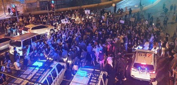 Israël: Manifestation à Tel Aviv << l'argent maintenant>> scandaient des centaines de milliers d'Israéliens
