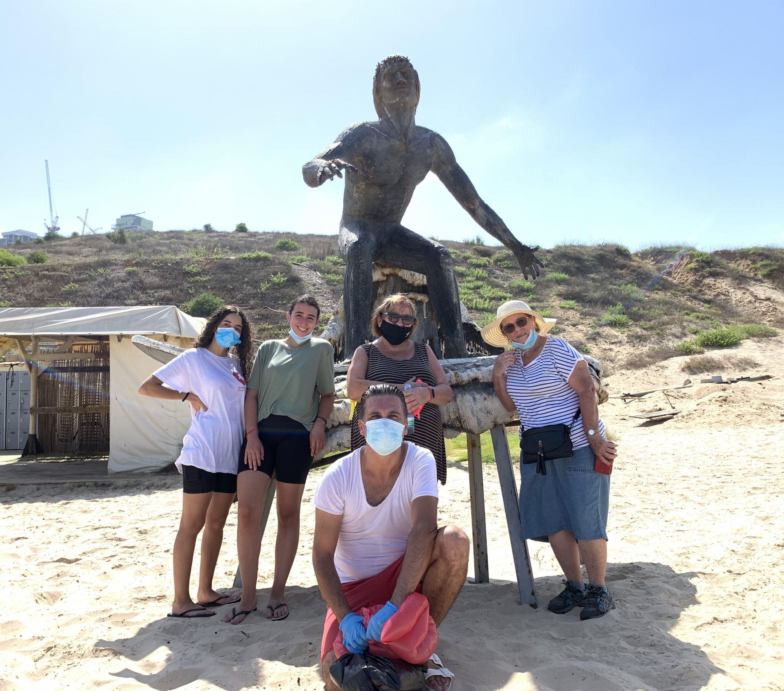 Clean Beach continue sans relâche son nettoyage des plages de Bat Yam.