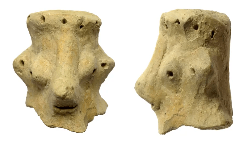 Une tête d'argile datée du 10ème siècle avant JC, trouvée à Khirbet Qeiyafa (crédit photo: CLARA AMIT ISRAELI ANTIQUITIES AUTORITY)