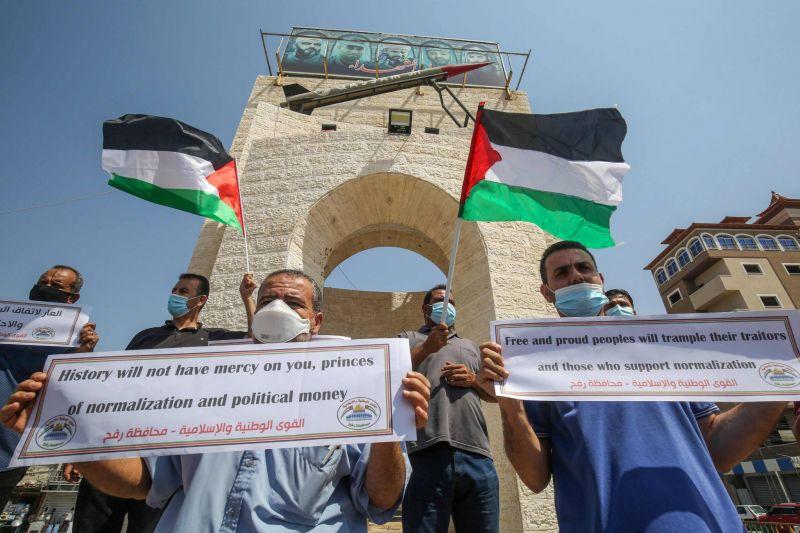 Des Palestiniens manifestant à Rafah, le 12 septembre 2020, contre la normalisation des relations entre le Bahreïn et Israël. Photo AFP / SAID KHATIB