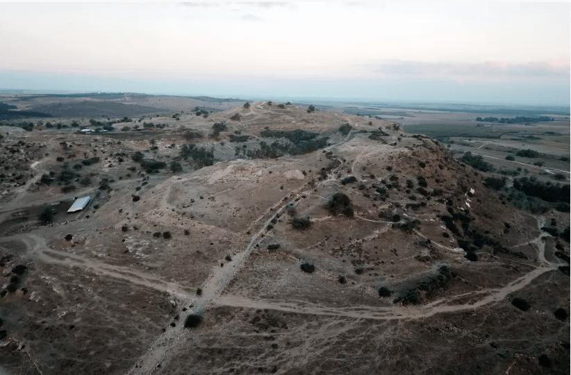 Photo aérienne de Tell es-Safi / Gath. (crédit photo: PROF. AREN M. MAEIR / THE TELL ES-SAFI / PROJET ARCHÉOLOGIQUE GATH / UNIVERSITÉ BAR-ILAN)