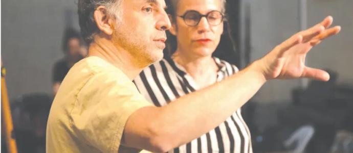 Keret et le chorégraphe Inbal Pinto sur le plateau lors du tournage de la danse vidéo inspirée de l'histoire «Outside». (crédit photo: LIELLE SAND)