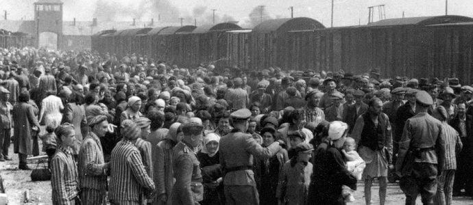 Mai-septembre 1945 - Les survivants dénoncent leur abandon