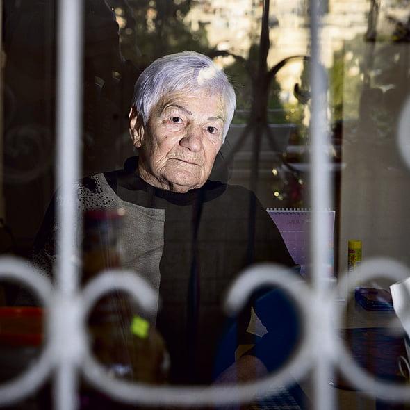 Une survivante de l'Holocauste en Israël -c'est dur de travailler à 81 ans, mais pas le choix-