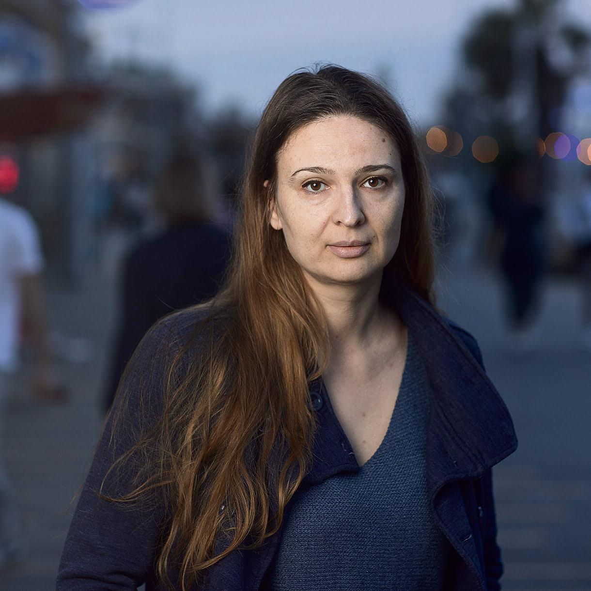 victime d'une tentative de meurtre par son ex-mari, elle subit son contre interrogatoire