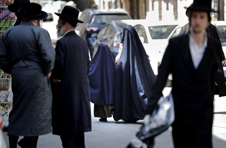 La frumka, voile intégrale pour les femmes juives, un fétiche sexuel