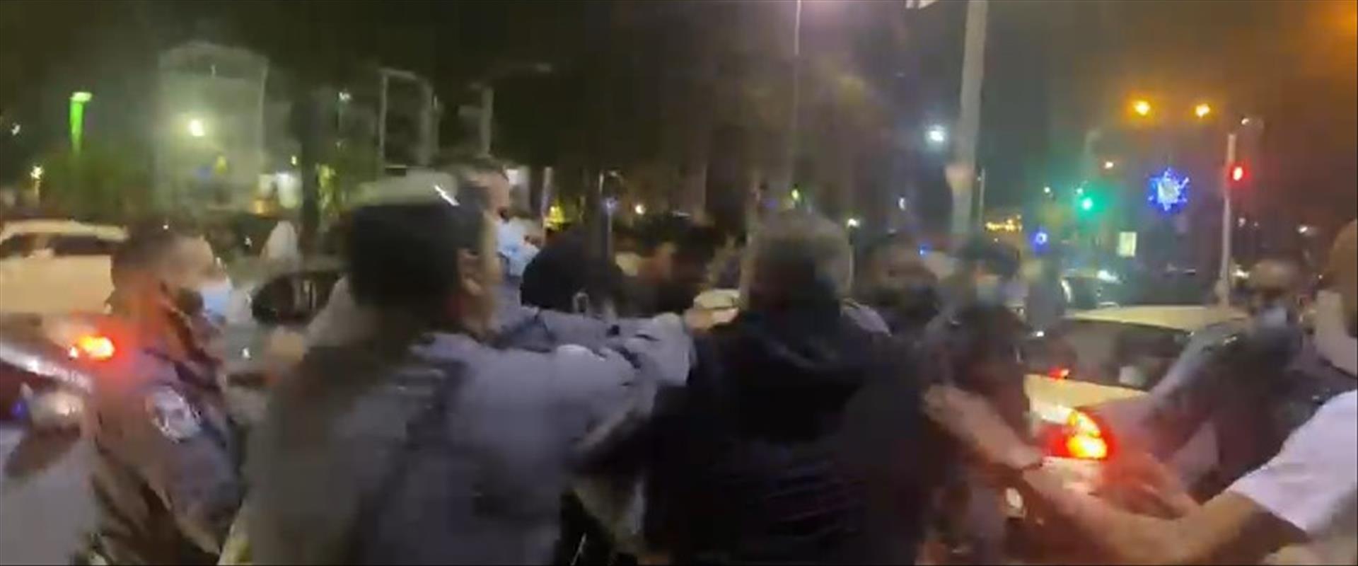 Des Juifs pris à parti par des Arabes dans la ville de Jaffa en Israël