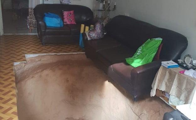 Une fosse de 3 mètres s'ouvre dans leur salon à Ramat-Gan -vidéo-