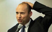 Israël: comment la kippa de Naftali Bennett tient-elle sur son crâne?