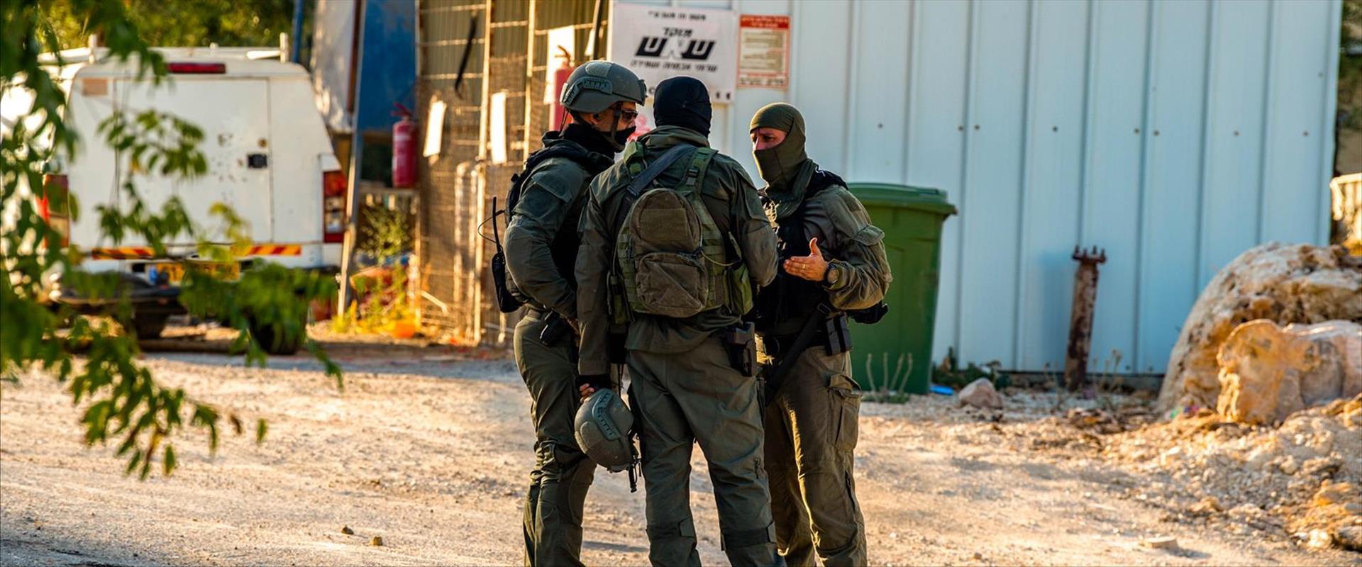 La chasse aux terroristes en fuite se poursuit en Israël