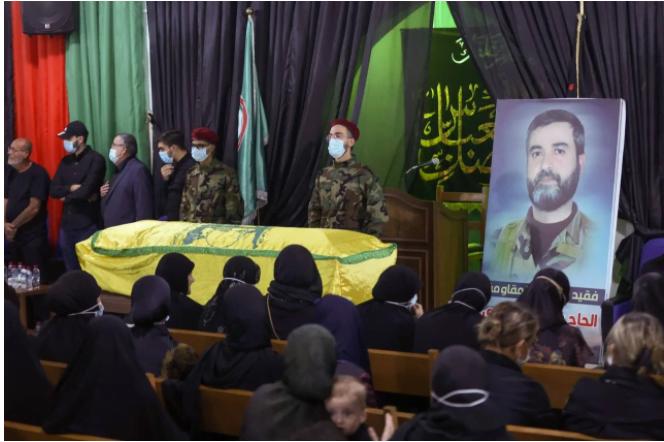 Les funérailles de Ali Atoui, le 9 octobre 2021 dans la banlieue sud de Beyrouth. Photo ANWAR AMRO / AF