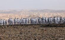 L'artiste Spencer Tunick est de retour à la mer Morte. Crédit : MENAHEM KAHANA/AFP