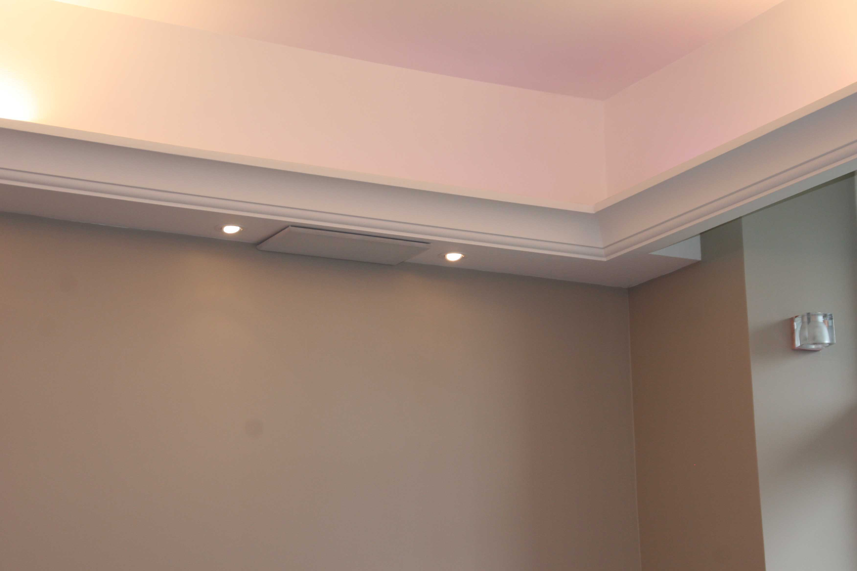 D coration plafond l art de mettre en valeur son - Appartement au design traditionnel moderne colore ...